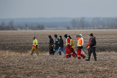 Searchers look through farmers' field and ditches hoping to find 2 year old Chase Martens near Austin, Man., on Thursday, March 24, 2016. THE CANADIAN PRESS/John Woods