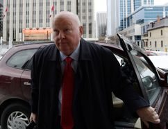 Sen. Mike Duffy, a former member of the Conservative caucus, arrives to court in Ottawa on Feb. 23, 2016. (THE CANADIAN PRESS/Sean Kilpatrick)