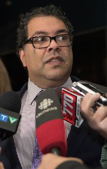 Nenshi speaks to media about his Uber comments