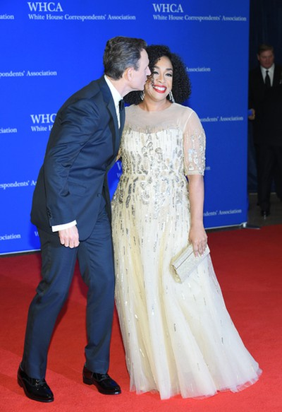 Tony Goldwyn, left, and Shonda Rhimes arrive at the White House Correspondents' Association Dinner at the Washington Hilton Hotel on Saturday, April 30, 2016, in Washington. (Photo by Evan Agostini/Invision/AP)