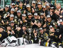 The London Knights celebrate their overtime victory in CHL Memorial Cup championship game hockey action against the Rouyn-Noranda Huskies in Red Deer, Sunday, May 29, 2016.THE CANADIAN PRESS/Jeff McIntosh