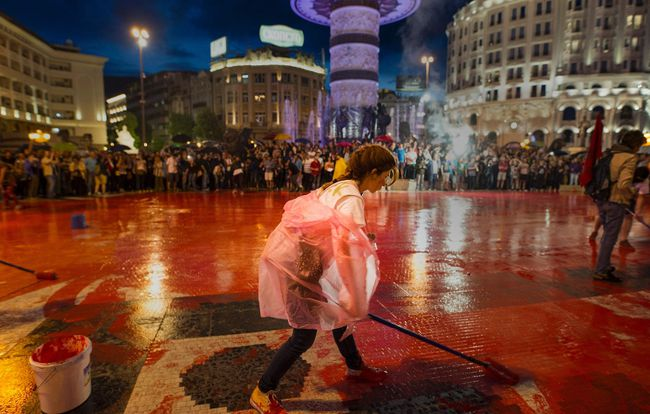 Protesters disperse color paint during a protest against the government, at central square, during an anti-government protest in Skopje on June 6, 2016, in a series of protests dubbed Colourful Revolution. AFP Photo/Robert ATANASOVSKI