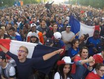 France's supporters watch the Euro 2016 group A football match between France and Switzerland on June 19, 2017 at the fan zone on the Champs de Mars near the Eiffel tower in Paris. / AFP PHOTO / DOMINIQUE FAGET