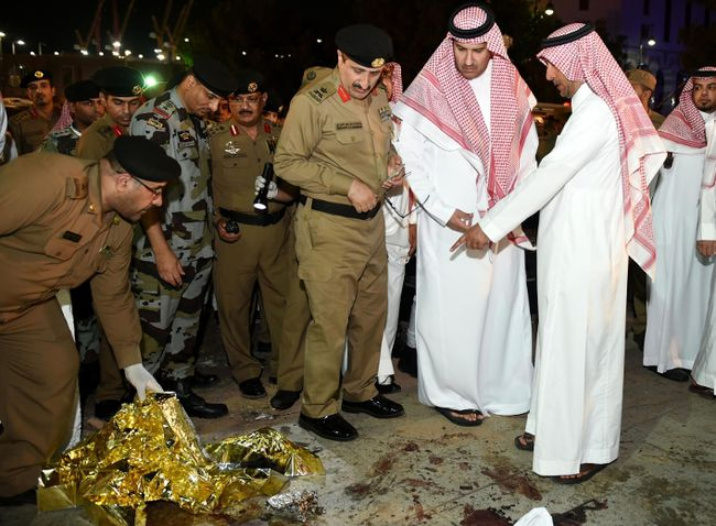 <p>(FILES) This file photo taken on July 4, 2016 shows Saudi Emir of Medina Faisal bin Salman bin Abdulaziz (2R) and security officers looking at blood stains on the ground after a suicide attack near the security headquarters outside one of Islam's holiest sites, the Prophet's Mosque in Medina.</p><p>Nineteen people, including 12 Pakistani nationals, have been arrested in Saudi Arabia following suicide attacks, including one near Islam's second-holiest site in the city of Medina, the kingdom's Interior Ministry said on July 7, 2016. / AFP PHOTO / STR