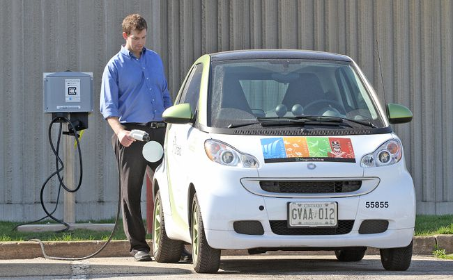 Mark Buma, the assistant properties manager at the Niagara Parks Commission, with one of the two electric Smart cars being used by the commission as part of its ongoing effort to be green in this undated file photo. (MIKE DIBATTISTA /NIAGARA FALLS REVIEW/Postmedia Network)