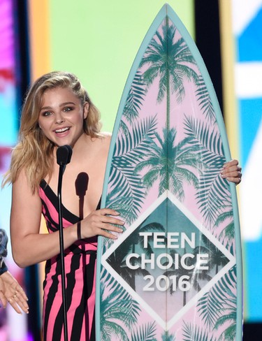 Chloe Grace Moretz accepts the award for choice movie actress: comedy for Neighbors 2: Sorority Rising at the Teen Choice Awards at the Forum on Sunday, July 31, 2016, in Inglewood, Calif. (Photo by Chris Pizzello/Invision/AP)