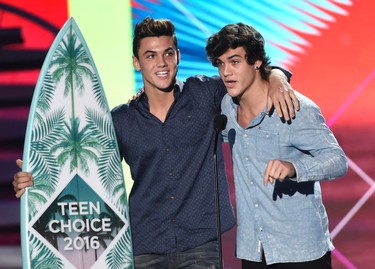 Grayson Dolan, left, and Ethan Dolan, of the Dolan Twins,  accept the award for choice web star: male at the Teen Choice Awards at the Forum on Sunday, July 31, 2016, in Inglewood, Calif. (Photo by Chris Pizzello/Invision/AP)