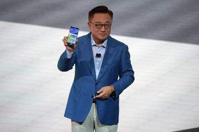Samsung president of mobile communications business DJ Koh speaks onstage holding the new Samsung Galaxy Note 7  during Samsung Unpacked 2016 at Hammerstein Ballroom on Aug. 2, 2016 in New York City.  (Photo by Jason Kempin/Getty Images for Samsung)