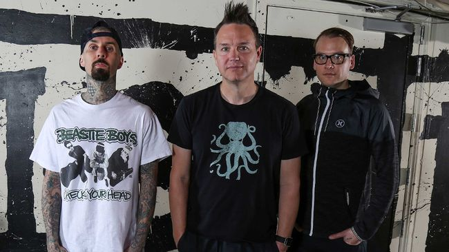 (L-R) Travis Barker, Mark Hoppus, and Matt Skiba of Blink-182.