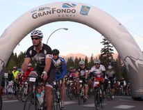 <p>Paul O'Leary, centre, heads out at the start at the 2016 GranFondo Banff on August 20, 2016. Zach Laing / Bow Valley Crag & Canyon / Postmedia Network