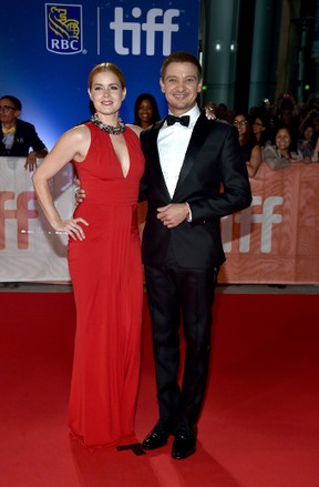 """Actors Amy Adams (L) and Jeremy Renner attend the """"Arrival"""" premiere during the 2016 Toronto International Film Festival at Roy Thomson Hall on September 12, 2016 in Toronto, Canada. (Photo by Alberto E. Rodriguez/Getty Images)"""