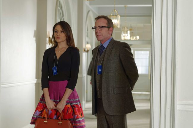 Italia Ricci and Kiefer Sutherland in Designated Survivor.