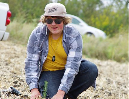 Zach Hildebrand was one of three Morden Collegiate students to assist with tree planting near Lake Minnewasta Sept. 23, 2016. (Alexis Stockford/Morden Times)
