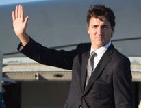 Prime Minister Justin Trudeau boards a government plane in Ottawa, Thursday September 29, 2016. Trudeau is heading to Israel for the funeral of former President of Israel, Shimon Peres, who died at the age of 93. (THE CANADIAN PRESS/Adrian Wyld)