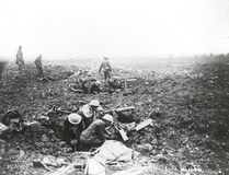 Canadian machine gunners dig themselves in shell holes at Vimy Ridge in April 1917. (Department Of National Defence/National Archives of Canada)