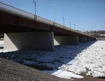The Athabasca Bridge as seen from the river's eastern banks under the Memorial Drive bridge in Fort McMurray Alta. on April 10, 2016. During the Oct. 19 Recovery Committee meeting Coun. Sheldon Germain noted how disastrous the May 3 evacuation would have been if there was an accident on the bridge or another major artery. Olivia Condon/ Fort McMurray Today/ Postmedia Network