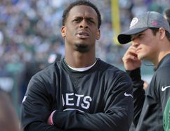 Jets quarterback Geno Smith (left) watches play from the sidelines after leaving the game with a knee injury during the third quarter of an NFL game against the Ravens in East Rutherford, N.J., on Sunday, Oct. 23, 2016. (Bill Kostroun/AP Photo)