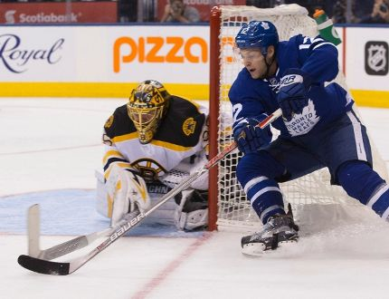 Toronto Maple Leafs' Connor Brown brings the puck around the net in front of Boston Bruins goalie Anton Khudobin during NHL action, in Toronto on Oct. 15, 2016. (THE CANADIAN PRESS/Chris Young)