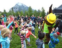 Children warm up with Parka, the Parks Canada mascot, before the kids marathon event as part of the Banff Marathon on July 18 in Central Park. Amanda Symynuk/ Bow Valley Crag & Canyon Archives