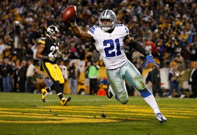 Ezekiel Elliott  of the Dallas Cowboys celebrates his 32-yard rushing touchdown in the fourth quarter during the game against the Pittsburgh Steelers at Heinz Field on November 13, 2016 in Pittsburgh, Pennsylvania. (Justin K. Aller/Getty Images)