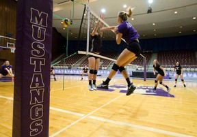 The Western Mustangs women's volleyball team practices in Alumni Hall at Western University in London, Ont. on Tuesday November 15, 2016. (CRAIG GLOVER, The London Free Press)