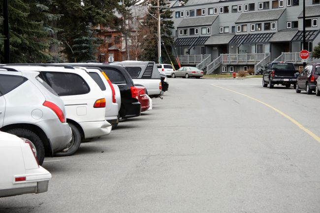 Finding parking along the 400 block of Marten Street in Banff, Alta. can be a challenge even on a Tuesday morning in November. (Russ Ullyot/ Bow Valley Crag & Canyon/ Postmedia Network)