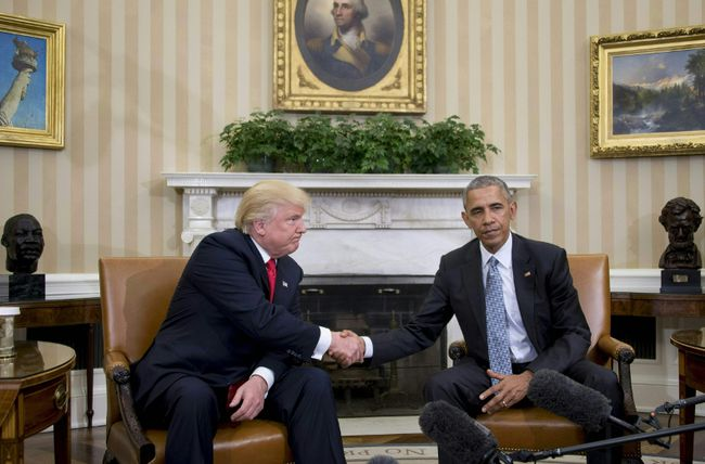 U.S. President Barack Obama shakes hands as he meets with Republican President-elect Donald Trump (L) on transition planning in the Oval Office at the White House on November 10, 2016 in Washington, DC. (JIM WATSON/AFP/Getty Images)
