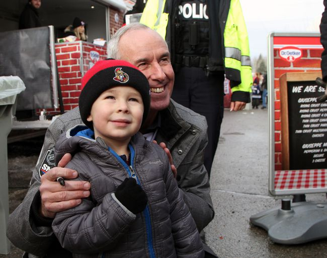 Sports broadcaster Ron MacLean poses for a photo with a young Timmins fan at the Hometown Hockey event this past weekend.