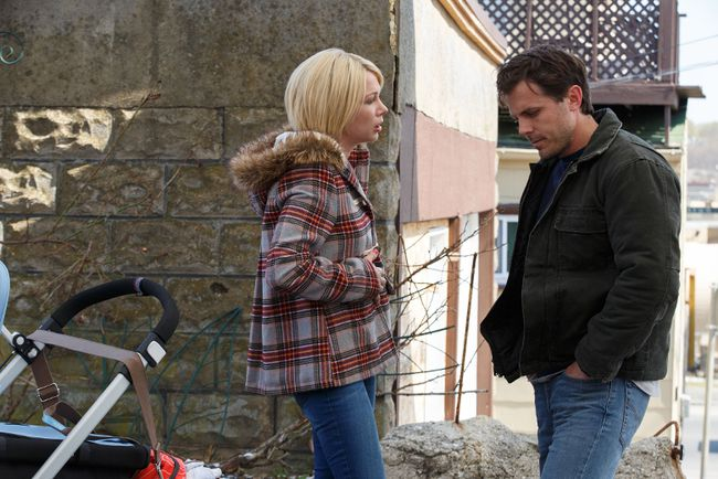 Michelle Williams and Casey Affleck star in Manchester by the Sea.