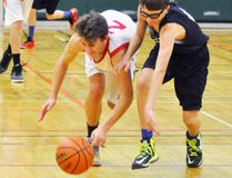 Josh Eidt (right) a call-up from elementary school to play with the MDHS junior boys Grade 9 basketball team, races with a Woodstock CI opponent for a loose ball during preliminary action from the Mitchell junior boys tournament at Upper Thames elementary school. ANDY BADER MITCHELL ADVOCATE