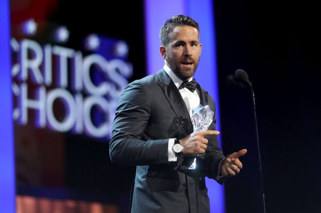Actor Ryan Reynolds accepts the Entertainer of the Year award onstage during The 22nd Annual Critics' Choice Awards at Barker Hangar on December 11, 2016 in Santa Monica, California. (Photo by Christopher Polk/Getty Images for The Critics' Choice Awards )