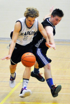 Owen Reitsma (5) of St. Anne's battles Joey McIntosh of the Mitchell District High School (MDHS) during Huron-Perth senior boys basketball action last Wednesday, Dec. 7 at MDHS. ANDY BADER MITCHELL ADVOCATE