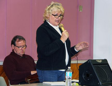 Sean Chase/Daily Observer Donna Burns addresses the Renfrew-Pembroke-Nipissing chapter of the Ontario Landowners Association during a public meeting Friday in Cobden. The association is concerned about the powers of the Municipal Property Assessment Corporation.
