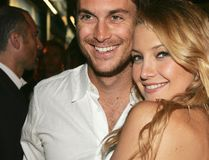 Actors Oliver Hudson and his sister Kate Hudson pose at the afterparty for the premiere of Universal Picture's 'The Skeleton Key' at the Universal Studio Tour on August 2, 2005 in Los Angeles, California. (Kevin Winter/Getty Images)