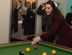Catherine, Duchess of Cambridge plays pool on a visit to MIST, a child and adolescent mental health project of the charity Action for Children in Torfaen, south Wales on February 22, 2017. (PAUL EDWARDS/AFP/Getty Images)