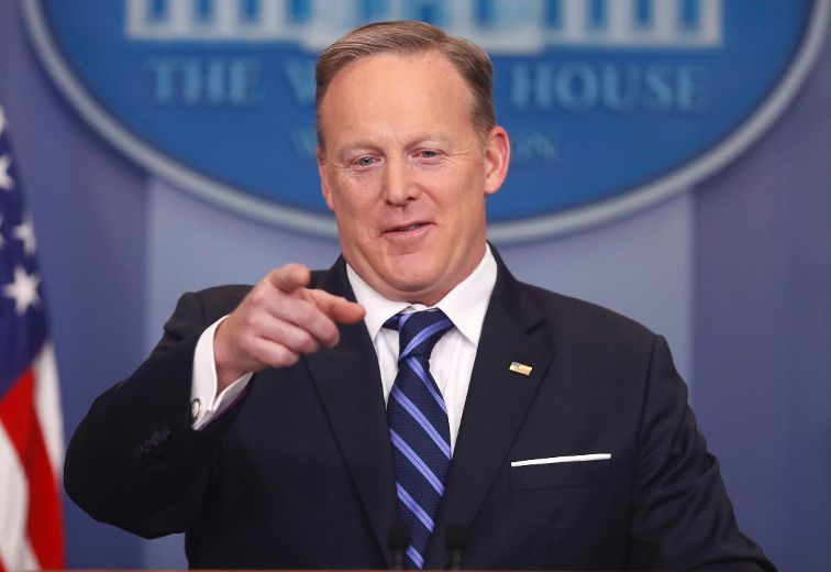 Wall with Canada? White House spokesman, media share laugh over question