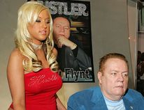 Hustler magazine publisher Larry Flynt (C) is seen with two models in this Jan. 7, 2006 file photo. (Ethan Miller/Getty Images)