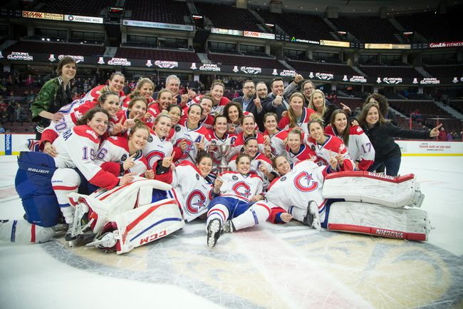 Les Canadiennes de Montreal pose for a team picture after defeating the Calgary Inferno for the 2017 Clarkson Cup at Canadian Tire Centre in Ottawa on Sunday March 5, 2017. (Ashley Fraser/Postmedia)