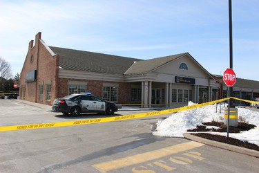 Police investigate the assault of an employee at the RBC in Huntington Square on Martindale Avenue on Friday March 17, 2017 in St. Catharines, Ont. Karena Walter/St. Catharines Standard/Postmedia Network