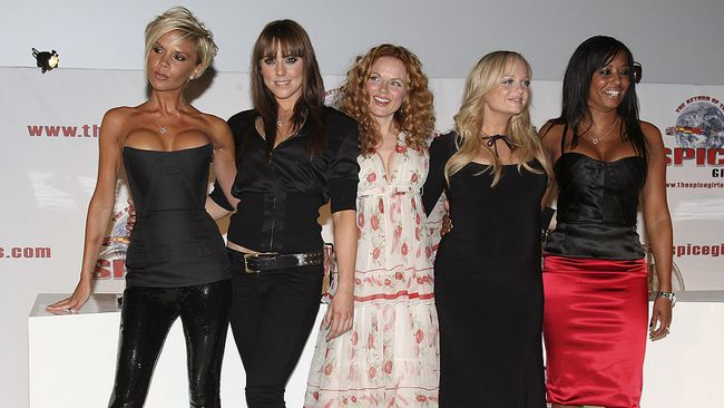 (L-R) Victoria Beckham, Melanie C, Geri Halliwell,  Emma Bunton,  and Melanie Brown of the Spice Girls at O2 Arena on June 28, 2007 in London, England.  (MJ Kim/Getty Images)