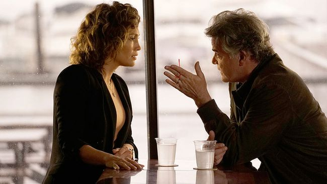 "Jennifer Lopez and Ray Liotta in ""Shades of Blue."" (NBC/Supplied)"