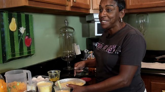"Felicia O'Dell, aka ""Auntie Fee,"" dies of a heart attack on March 14, 2017. (YouTube Screenshot)"