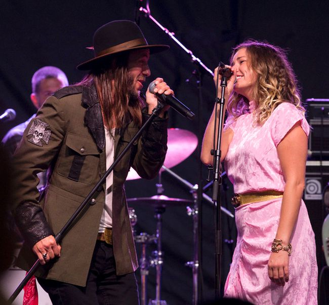 Clayton Bellamy of The Road Hammers and Kelly Prescott perform with The Dead Flowers on an outdoor stage during the Canadian Country Music Association's Country Music Week at Budweiser Gardens in London, Ont. on Saturday September 10, 2016. (Free Press file photo)