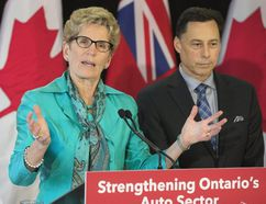 Ontario Premier Kathleen Wynne and Minister Brad Duguid hold a press conference after meeting with key auto industry leaders in Toronto on Friday March 24, 2017. (Stan Behal/Toronto Sun)