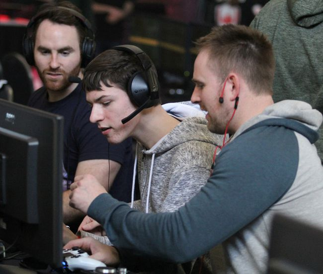 Pat Armstrong, Denver Black and Steve Deactis of team Smoked Cod, prepare to compete at Call of Duty Infinite Warfare Open at The Machine Shop on Saturday.