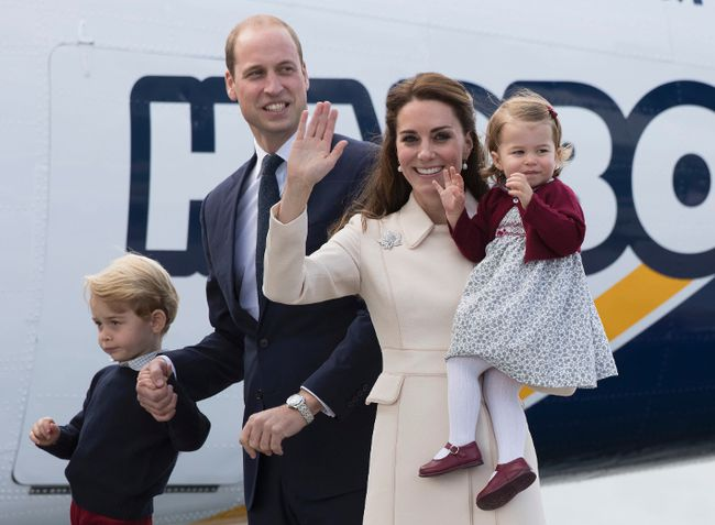 Prince William, Duke of Cambridge, Prince George of Cambridge, Catherine, Duchess of Cambridge and Princess Charlotte wave as they leave from Victoria Harbour to board a sea-plane on the final day of their Royal Tour of Canada on October 1, 2016 in Victoria, Canada. (Photo by Stephen Lock - Pool/Getty Images)