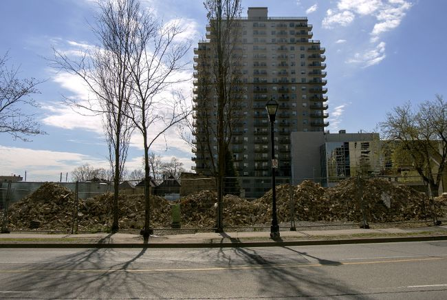 The site on Talbot street, between Dufferin and Fullarton, is now being prepared for a massive highrise to be put up by Rygar.  (Hannah MacLeod/The London Free Press)