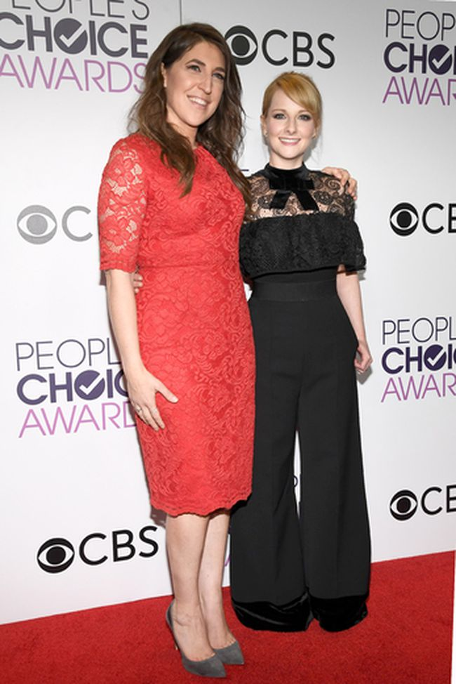 Actors Mayim Bialik (L) and Melissa Rauch, winners of the Favorite TV Show Award and Favorite Network TV Comedy Award, 'The Big Bang Theory', pose in the press room during the People's Choice Awards 2017 at Microsoft Theater on January 18, 2017 in Los Angeles, California. (Kevork Djansezian/Getty Images)