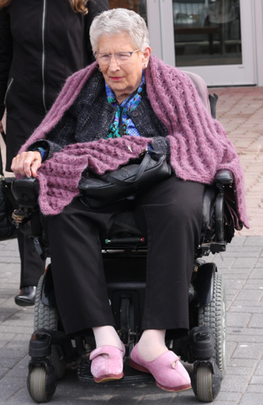 Wheelchair-bound Jean Knox, 98, outside court in Barrie. (TRACY MCLAUGHLIN/PHOTO)