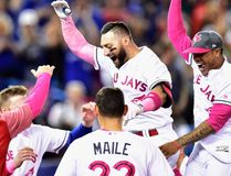 Blue Jays outfielder Kevin Pillar (second right) celebrates his game-winning home run against the Mariners with teammates during the ninth inning in Toronto on Sunday, May 14, 2017. (Frank Gunn/The Canadian Press)
